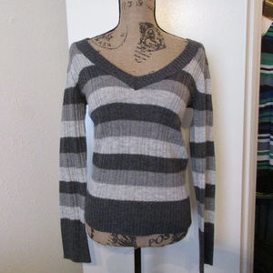 Aeropostale Gray striped ribbed sweater M v neck